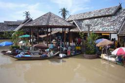 FloatingMarket0617.JPG