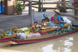 FloatingMarket0619.JPG