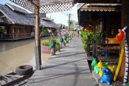 FloatingMarket0630.JPG
